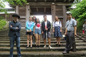 Picture of Akita International University students at Senshu koen