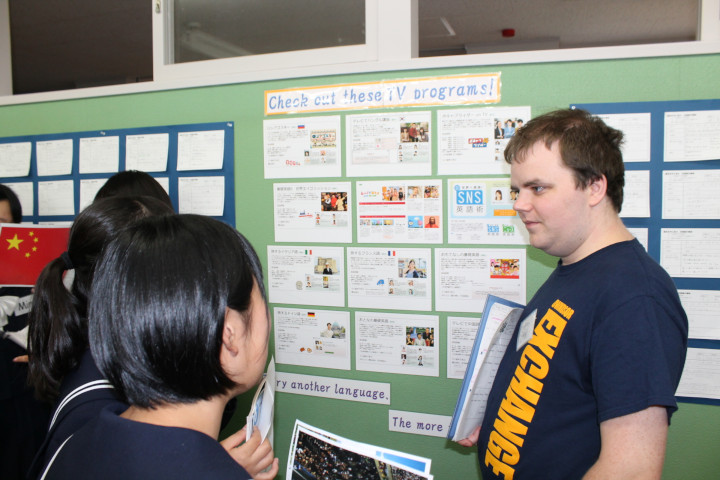 Jeffrey Griffiths University of Windsor Canada talking with junior high school students from Happou Chou