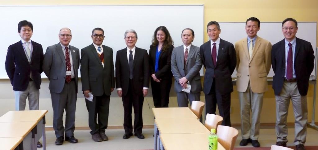 鈴木学長が講演者の皆様を歓迎