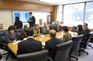 由利本荘市を表敬訪問、副市長や関係部署の方々にPBL授業について説明