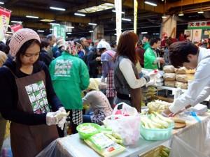 Preparing tasting samples at the market festival (October 19, 2014)