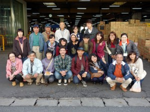 Residents in Kayagasawa region, the students, and the teaching staff at the market festival (October 19, 2014)