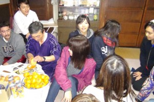 During breaks, the students enjoyed locally grown Japanese persimmon and Makomo-kimpira (Makomodake as a substitute for burdock was fried and boiled down in sugar and soy sauce)