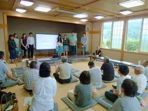 赤田集落での発表の様子(7月16日)