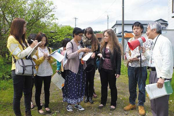 画像:学生による集落フィールド調査(秋田市雄和新波地区)