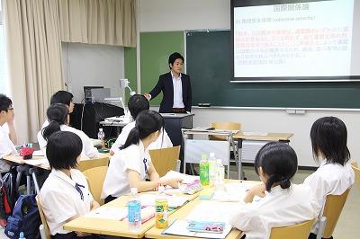 竹本講師による「国際関係におけるアメリカの実験」