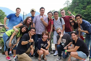参加した学生や留学生たち