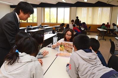 留学生と交流の様子1