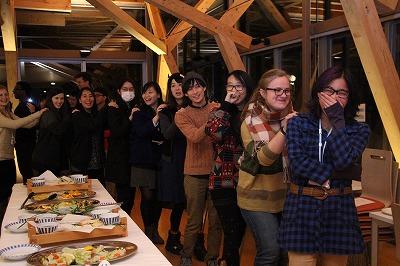 1月6日  歓迎会 交流する留学生たち