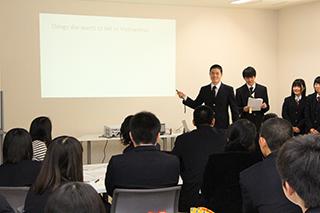 高校生による英語でのプレゼンテーション