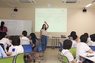 学生による活動「英語で説明してみよう」