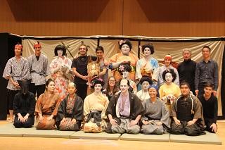 様々な国籍の学生によるザ・歌舞伎倶楽部