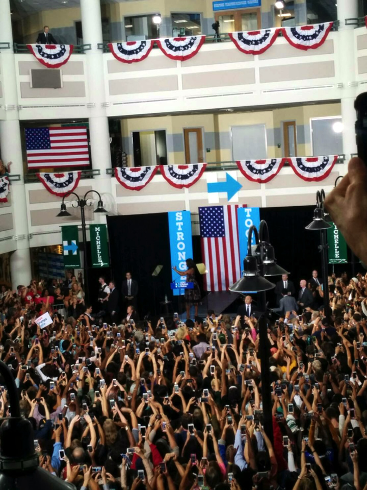 昨年の大統領選挙中、ヒラリークリントンの応援としてミシェル・オバマがジョージメイソン大学を訪れた時の様子