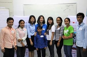 カンボジアの人との記念写真