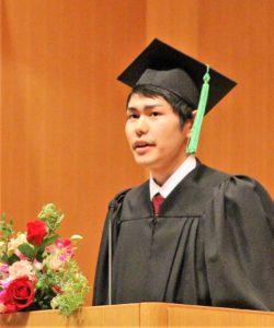 学部卒業生代表 高橋さんのスピーチの様子
