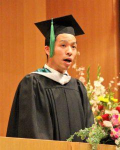 大学院修了生代表 立花さんのスピーチの様子