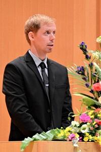 新大学院生代表 アスビョーン・イェンセンさんのスピーチの写真
