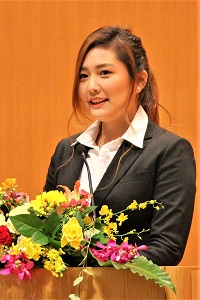 新学部生代表 沼口 直美さんのスピーチの写真