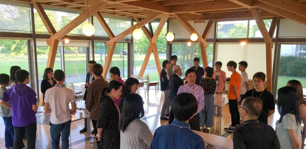 カフェテリア・アネックスで開催された懇談会の写真