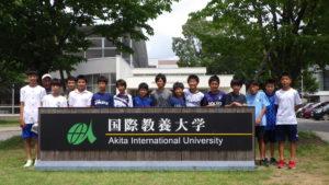 2019年8月1日 少年サッカークラブ・スポルティフ秋田の子どもたちが国際教養大学を見学訪問した際の集合写真