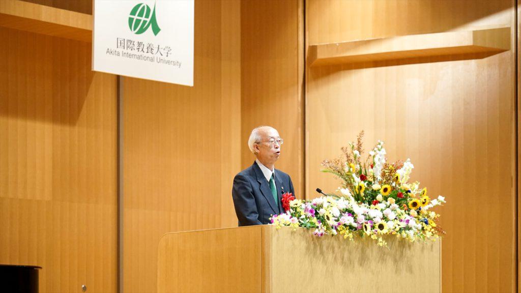 登壇した佐藤副議長による祝辞の写真