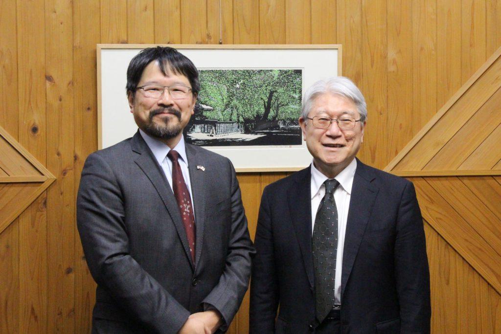 アンドリュー・リー在札幌米国総領事館 総領事と本学学長の写真