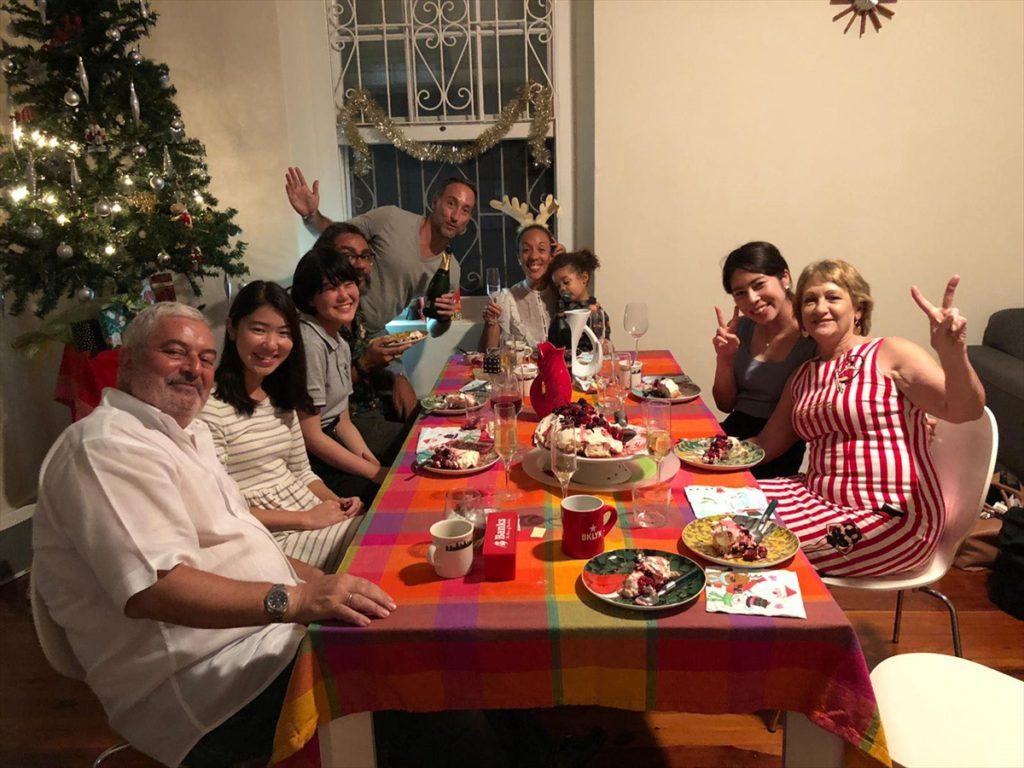 現地の方とのクリスマスパーティーの写真