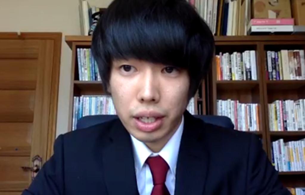 新大学院生の横倉さんがスピーチを行っている写真
