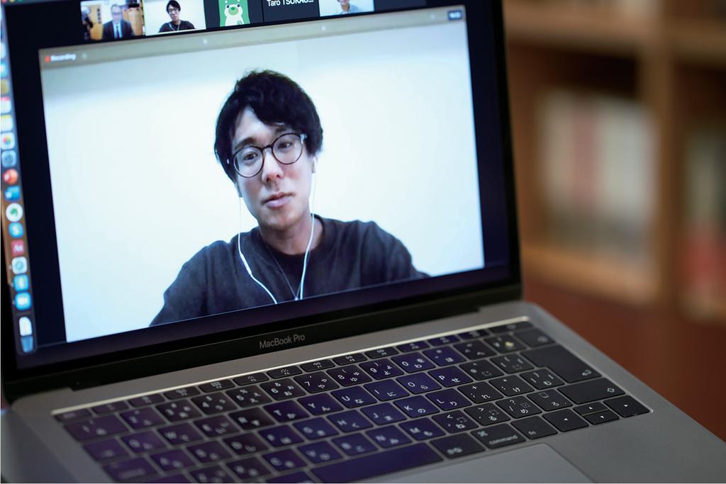 オンライン座談会で話している熊谷涼さんがモニターに映っている写真