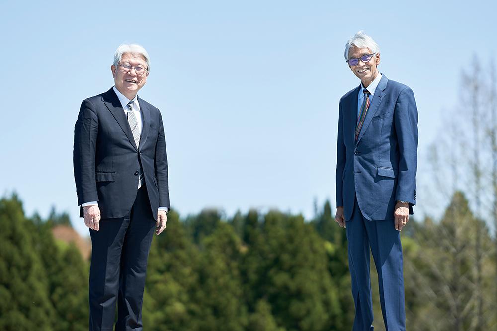 カセム学長と鈴木前学長の写真