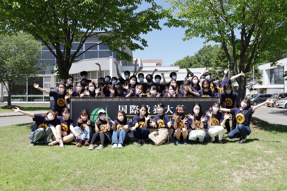 オープンキャンパスをサポートした学生スタッフの集合写真