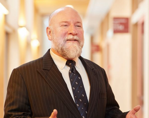 Dr. Patrick DOUGHERTY