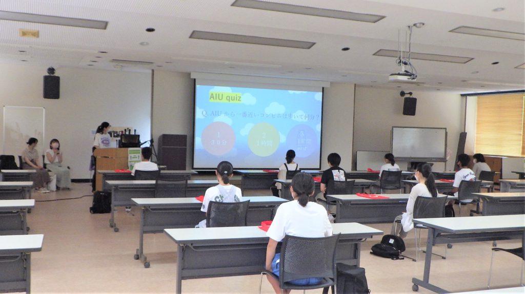 学生のプレゼンを熱心に聴く井川町の中学生の皆さん